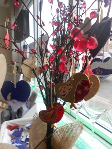 Ella Hendy, Ella art, Banbury, Oxfordshire, artist, Christmas, robin, hearts, decorations